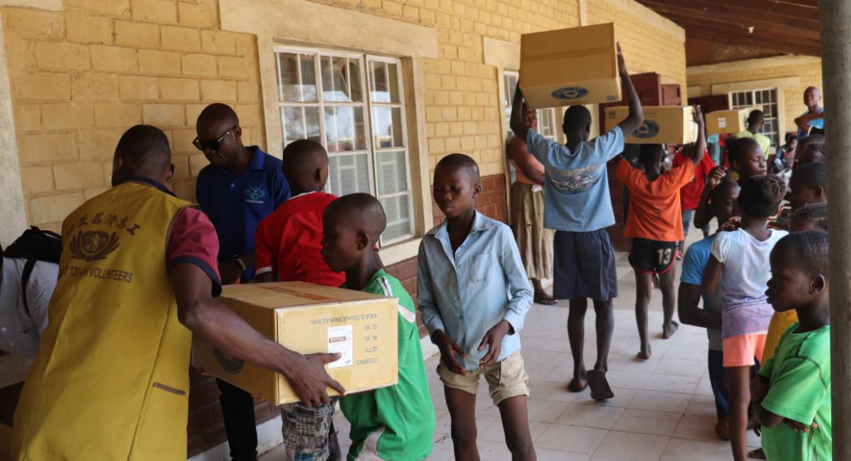 TzuchiUSA_sierra-leone-orphanage-freetown-distribution-20190413