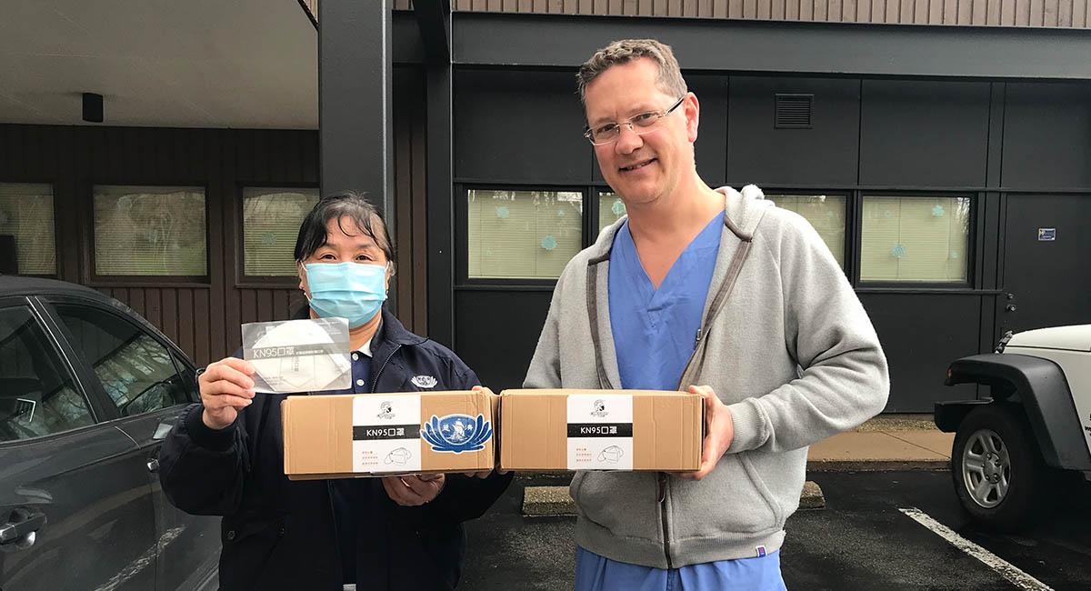 TzuchiUSA_mask-distribution-pittsburg-20200424_0000_斯特拉卡醫生的診所IMG_7448 (1)