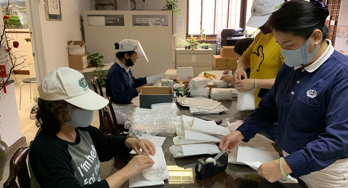TzuchiUSA_ny-grocery-distribution-slide_0011_IMG_1823 - 20200523 grocery distribution food bag preparations in Flushing