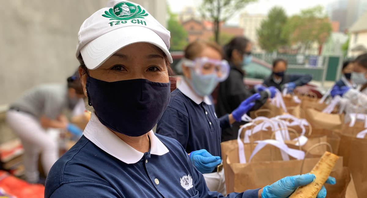 TzuchiUSA_ny-grocery-distribution-slide_0006_IMG_1893 - 20200523 grocery distribution food bag preparations in Flushing