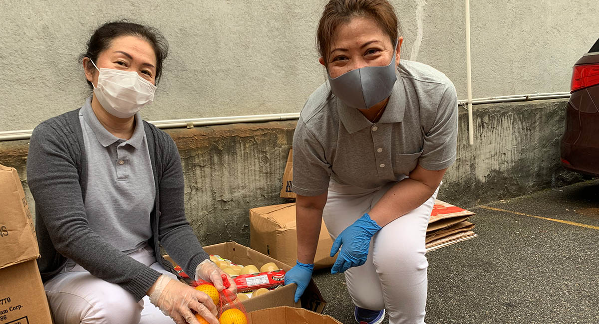 TzuchiUSA_ny-grocery-distribution-slide_0004_IMG_1859 - 20200523 grocery distribution food bag preparations in Flushing