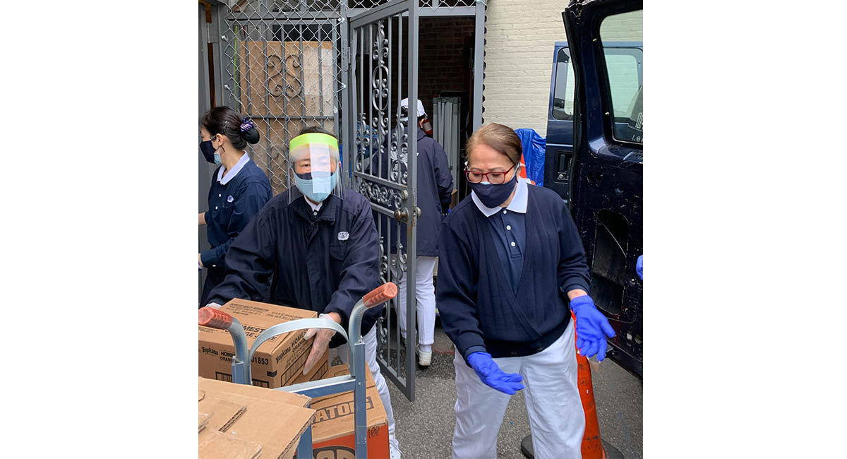 TzuchiUSA_ny-grocery-distribution-slide_0002_IMG_1833 - 20200523 grocery distribution food bag preparations in Flushing