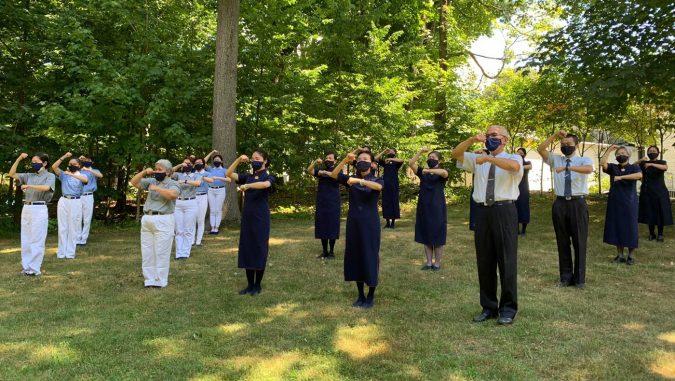 紐約分會志工在大自然的懷抱中練習。圖片來源/紐約慈濟分會