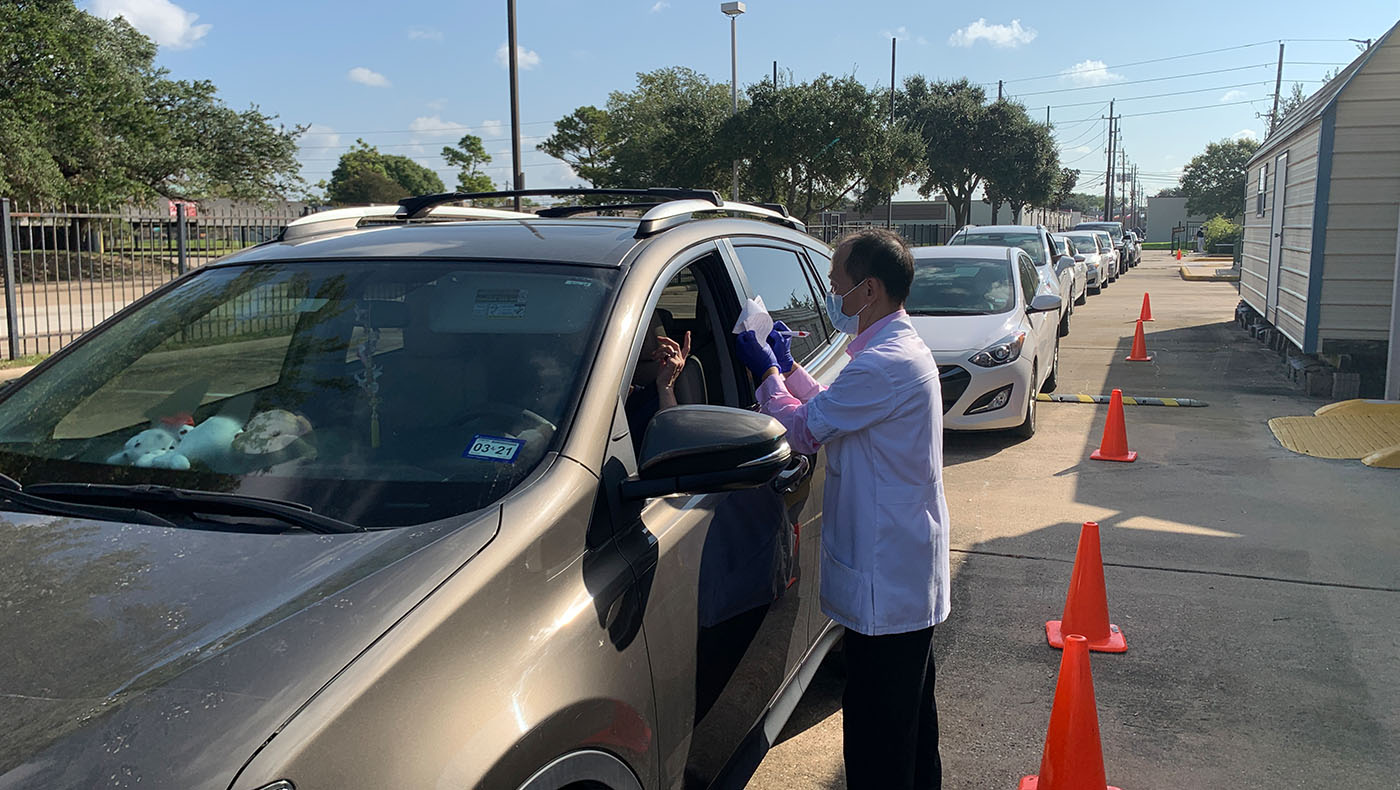 TzuchiUSA-houston-Drive-thru-flu-shot_0002_IMG_1050