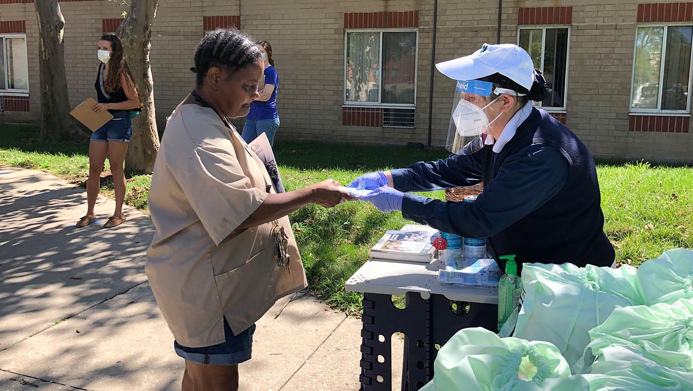 TzuchiUSA-chicago-Ward 25 Senior Community-care-package-distribution_0002_20200812_Ward 25 Senior Community_YM_馬樂_8