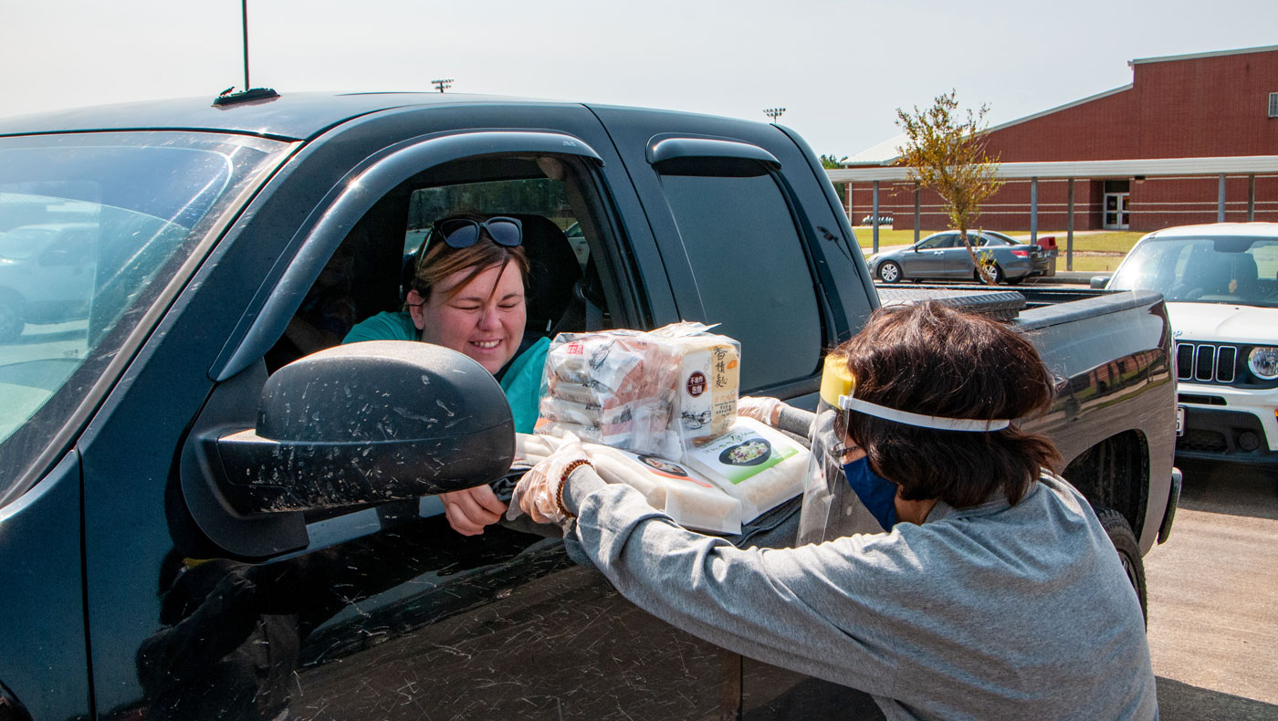 Tzu Chi volunteers arrive — with new tires — to distribute more supplies. Photo by Roger Lin.