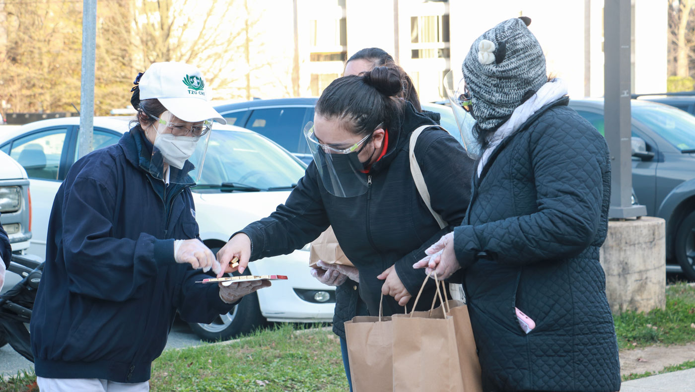 TzuChiUSA-thanksgiving-food-drive-brings-help-and-hope-MD-12142020-2