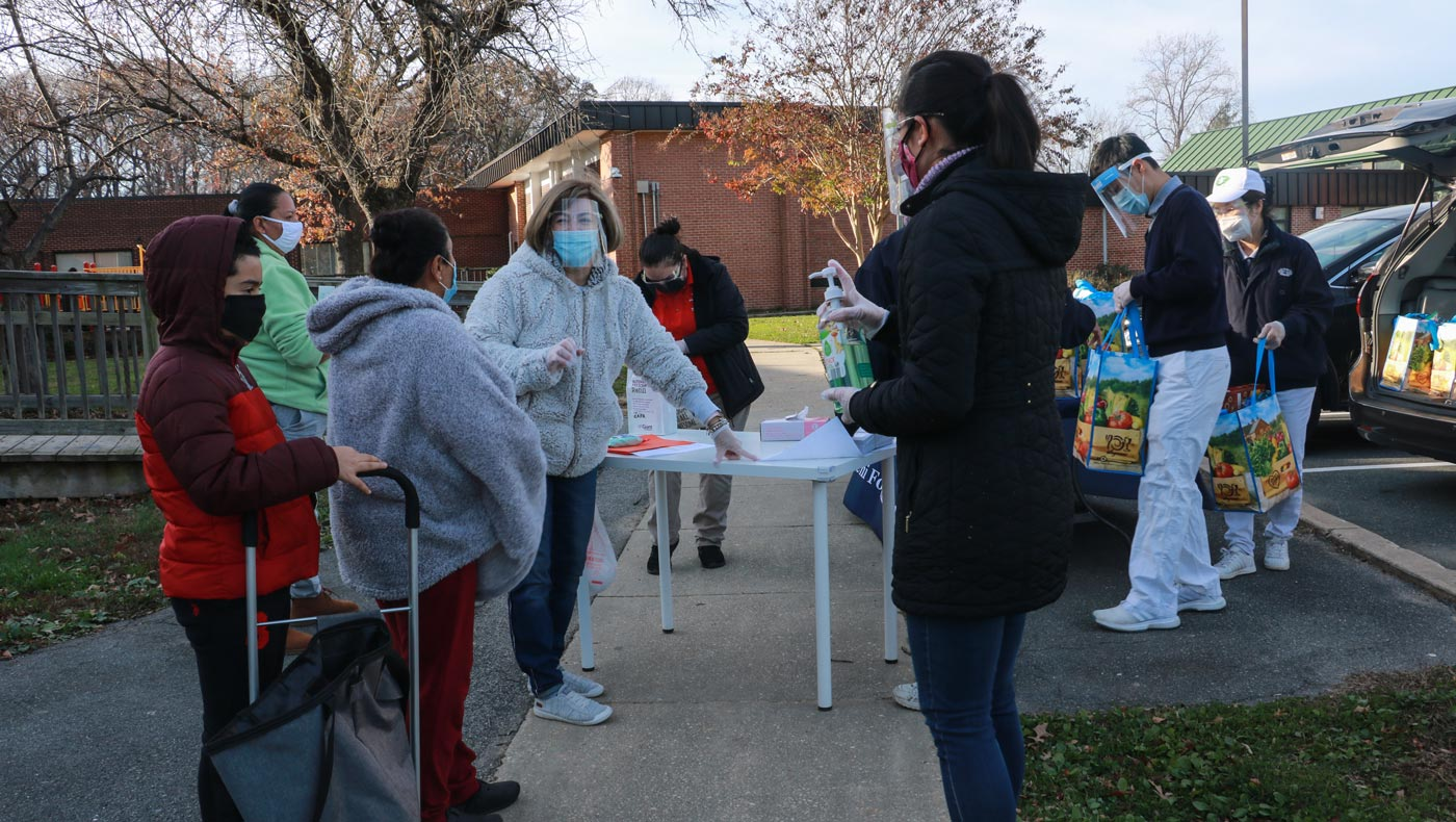 TzuChiUSA-thanksgiving-food-drive-brings-help-and-hope-MD-12142020-5