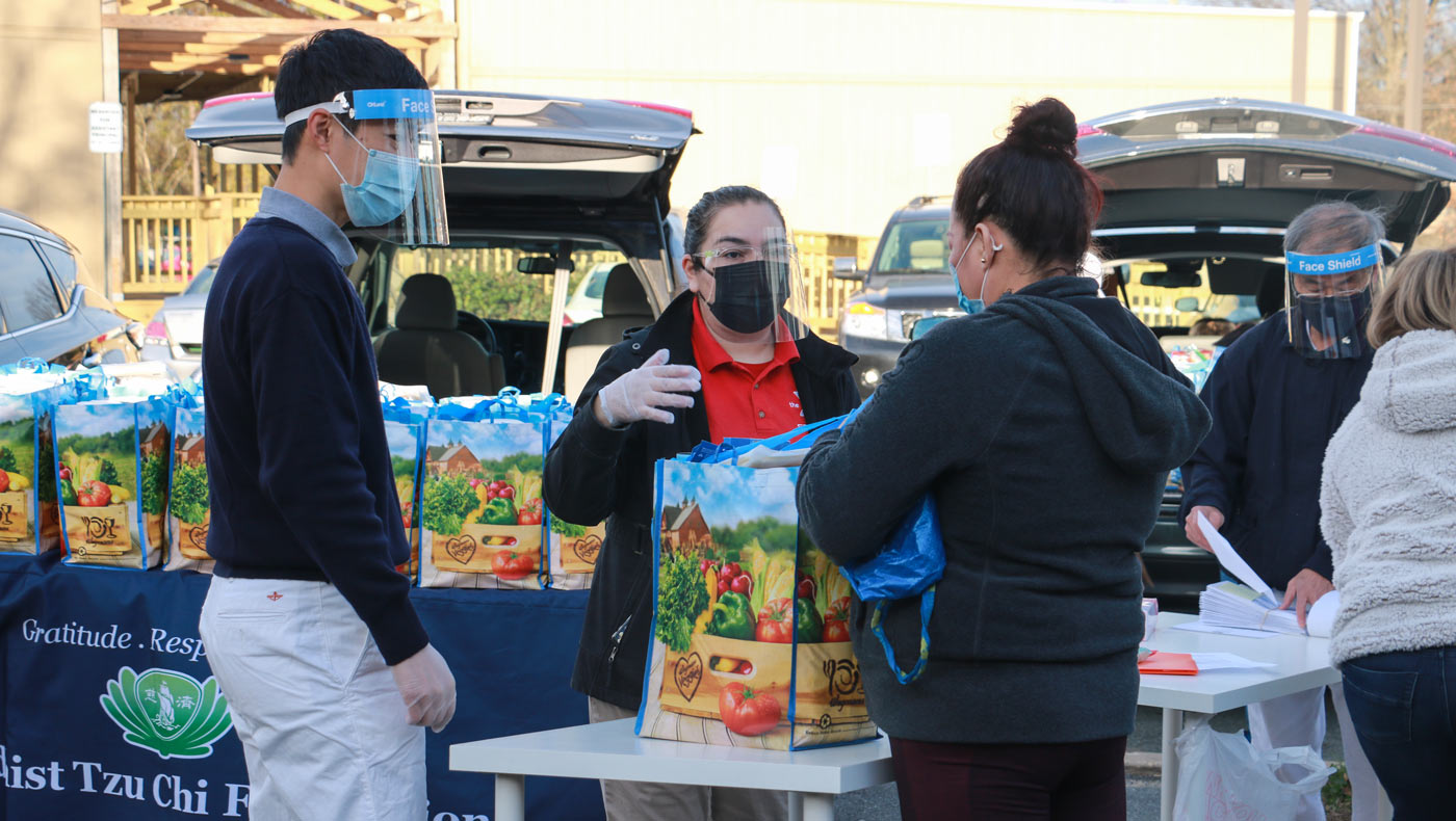 TzuChiUSA-thanksgiving-food-drive-brings-help-and-hope-MD-12142020-4