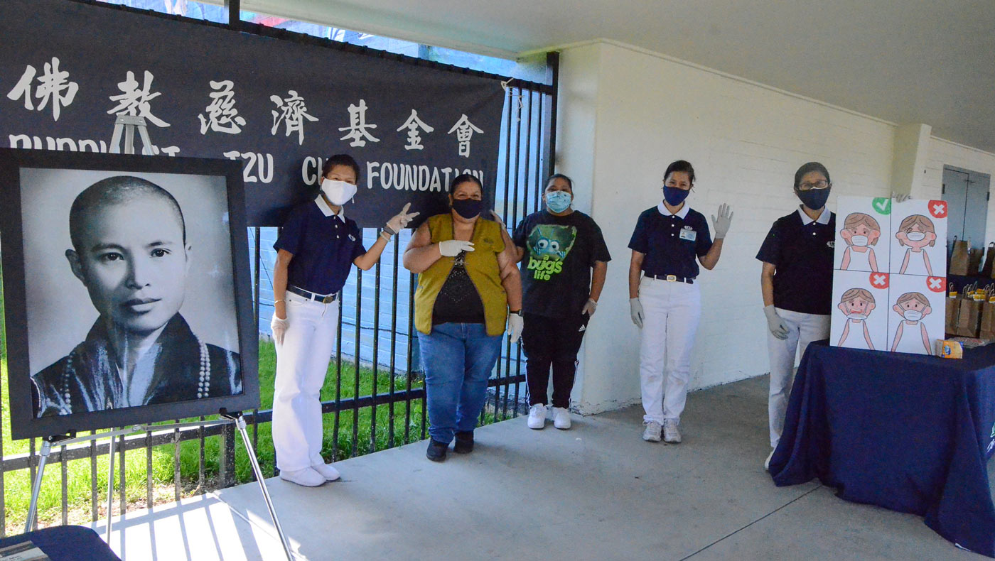 Tzu Chi and local volunteers from Silicon Valley's Sunnyvale community recognize the impermanence of life and seize every opportunity to do their best to give to those in need. Photo/Vivian Chang