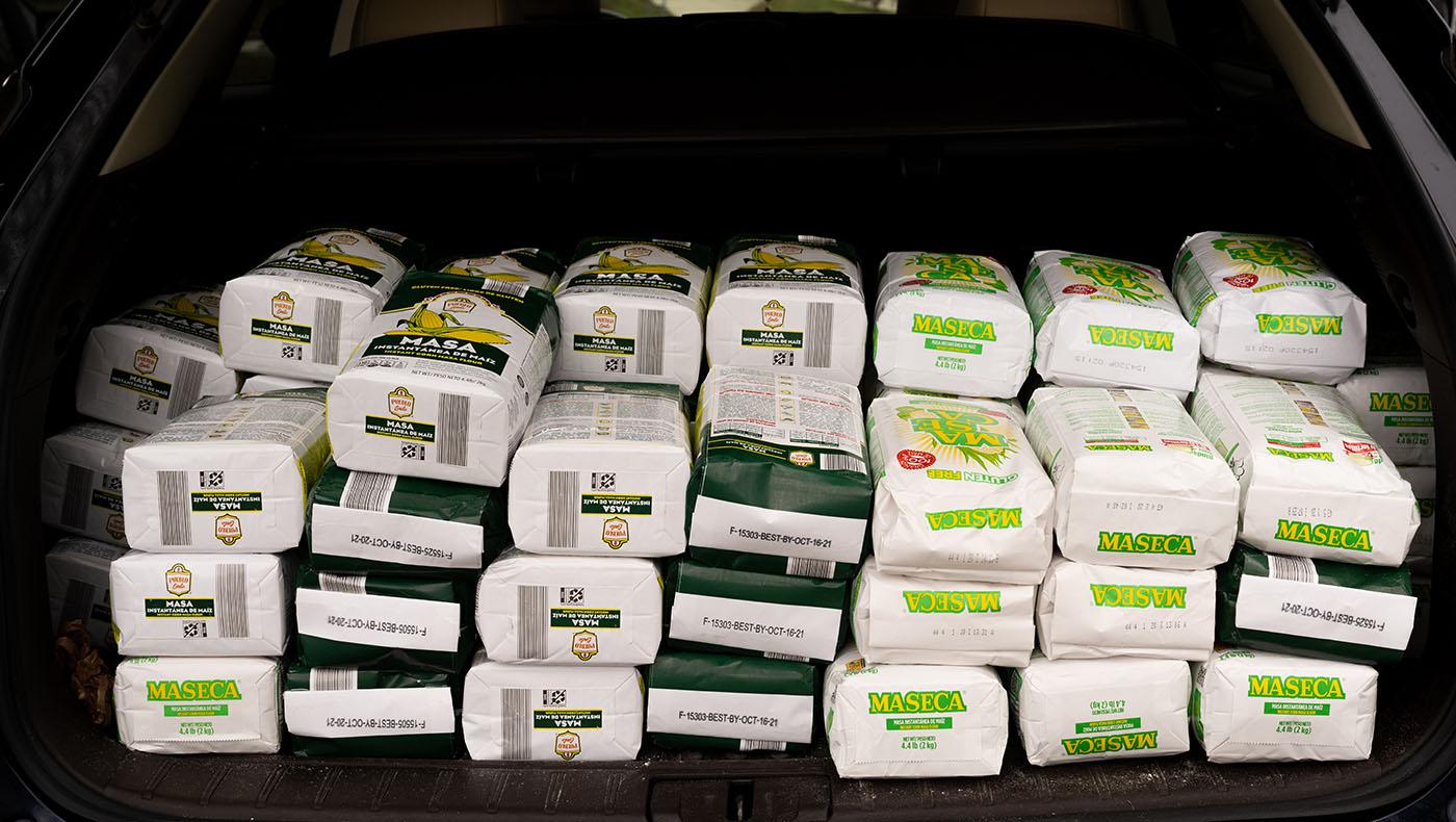 TzuchiUA-JoAnn Leleck food distribution_0002_20201115_TCA Thanksgiving food packing_羅福知 Fu-Jyh Luo_1324