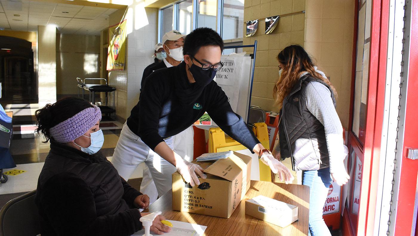 TzuchiUSA-dc-Rosa Park elem food distribution_0000_20210123_Rosa Park elem food distribution_蔡蕙菁 Wendy Tsai_8281