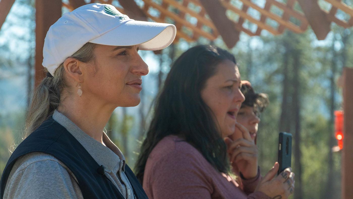 陪伴了布拉澤爾一家走過將近兩年的重建之路,個案輔導員芭比與他們共同見證新家的到來。攝影/曾奐珣