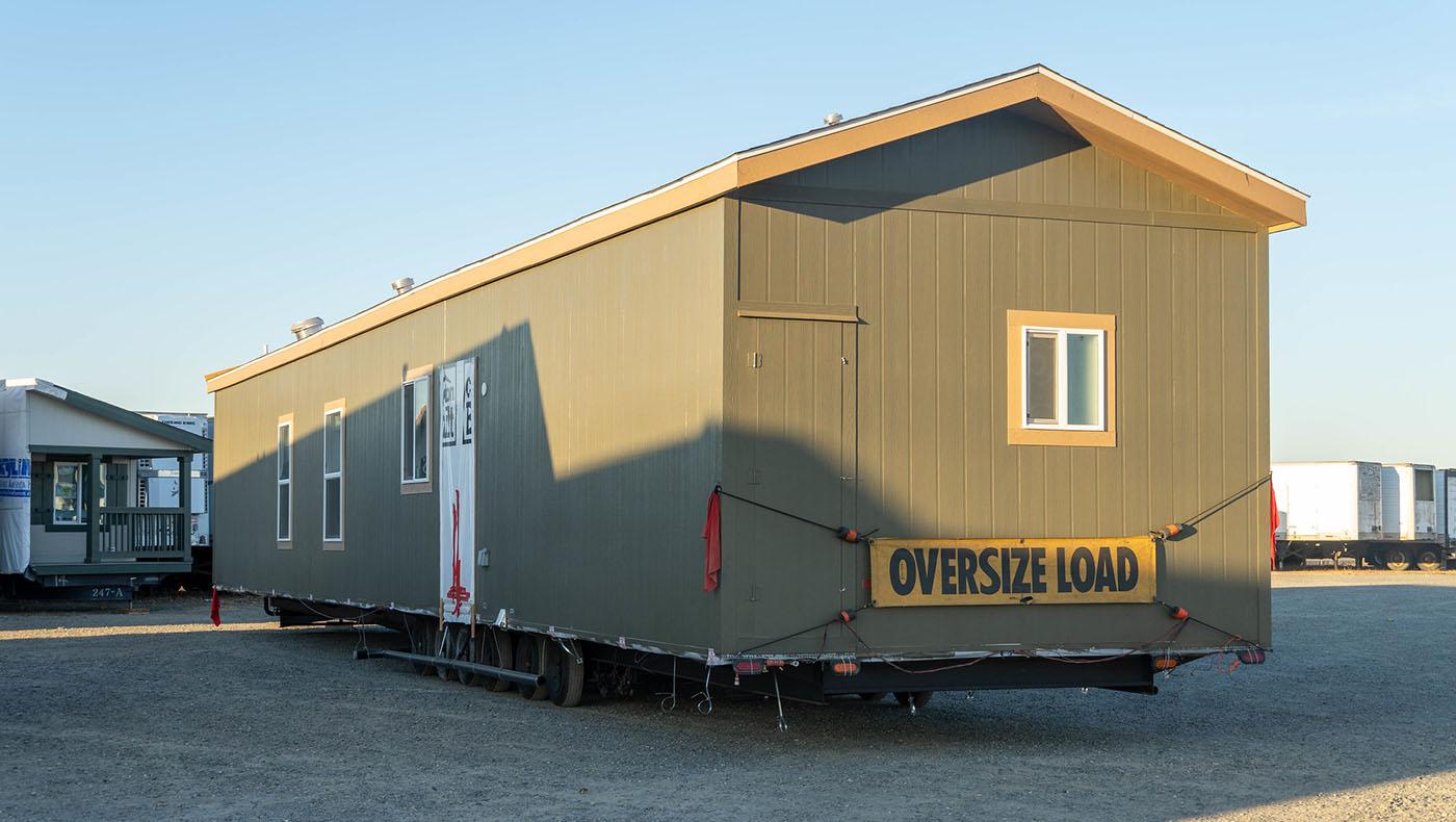 10月13日一大早,屬於布拉澤爾家的移動預製房屋被運送到康考山區的土地上。攝影/曾奐珣