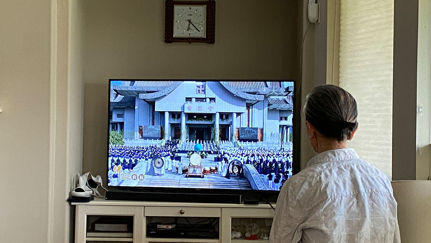 年長志工不便到會所,也在家全程參與。圖片來源/慈濟德州分會