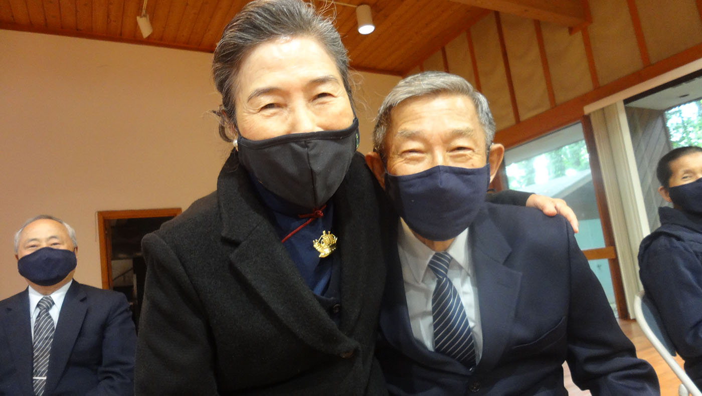 八十多歲的志工參加分會浴佛。攝影/鍾東錦