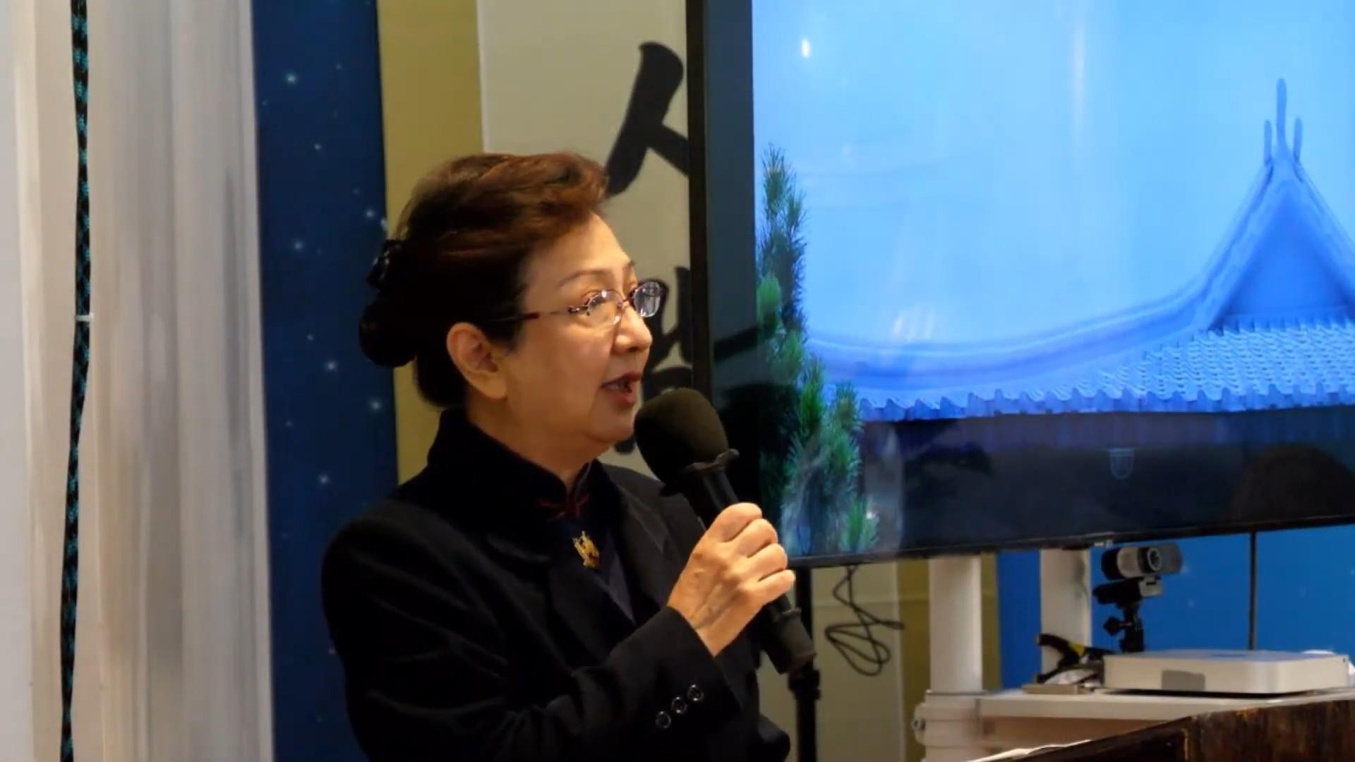 志工劉雯擁有多年主持浴佛典禮的經驗。為了這次的活動,與音控志工陳怡蓉、活動統籌陳儷娟,事前彩排兩三次,為了活動的流暢盡心盡力。 攝影/邱品豪