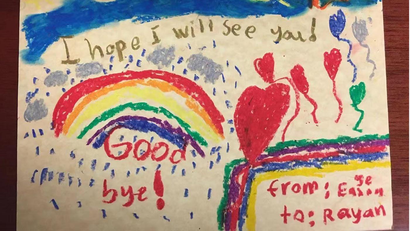 TzuchiUSA-Atlanta Tzu Ching online after-school program_0000_學生Eason 畫了一幅畫給慈青梁民銳以表達感恩;畫中有一道彩虹和很多愛心形狀的氣球。照片提供/陳毓琪