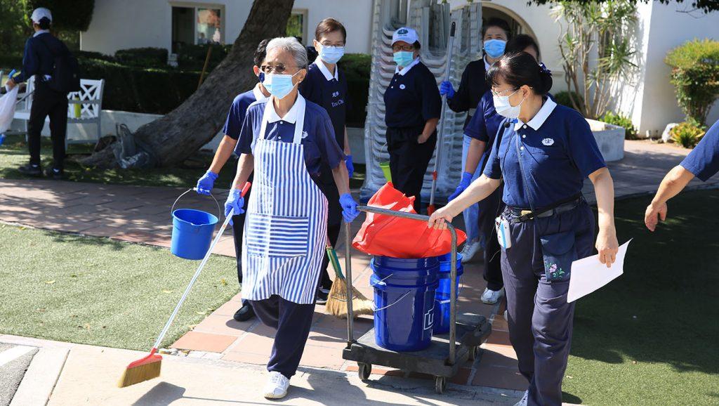 志工們在活動前一天便先來園區打掃與布置場地。攝影/黃友彬