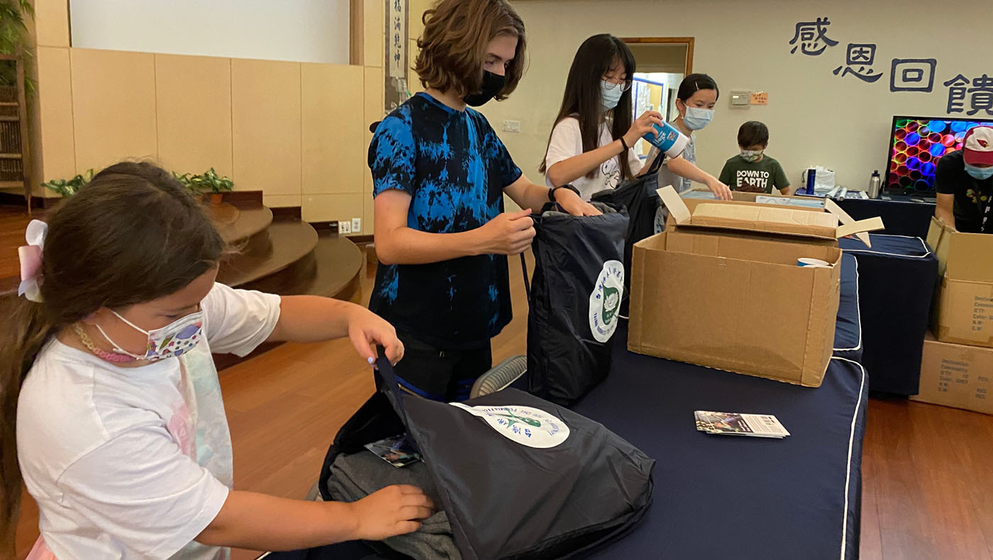 Hoping to help make a difference, volunteers at Tzu Chi's summer camp organize bags of essential supplies for residents affected by the wildfire. Photo/courtesy of Tzu Chi Phoenix Service Center