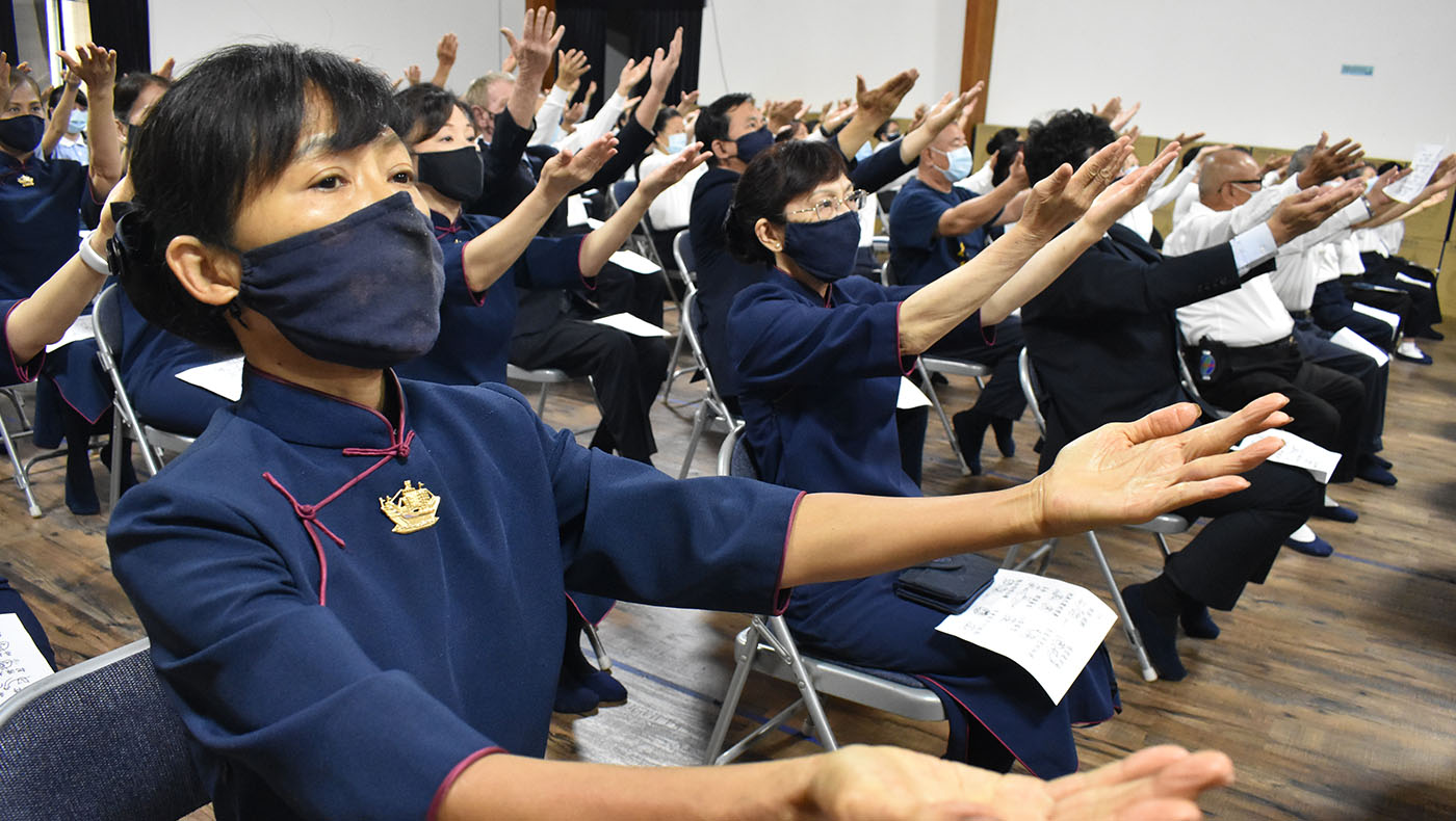 """Volunteers from Tzu Chi USA's National Headquarters rehearse the piece, """"Entering the Path of Love and Compassion."""" Photo/Wesley Tsai"""