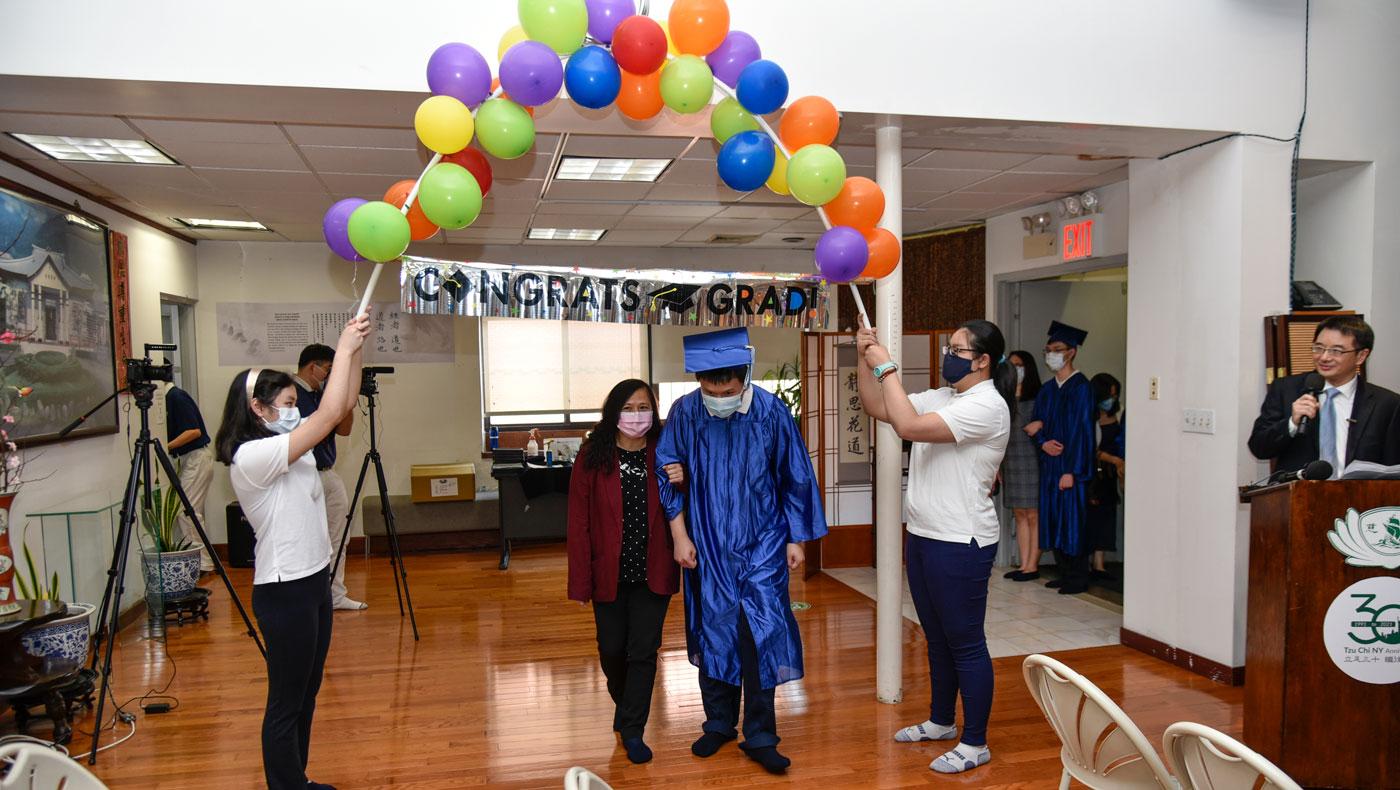 En la ceremonia de graduación de la Academia Tzu Chi en Nueva York. Foto/Mingzuo Zheng