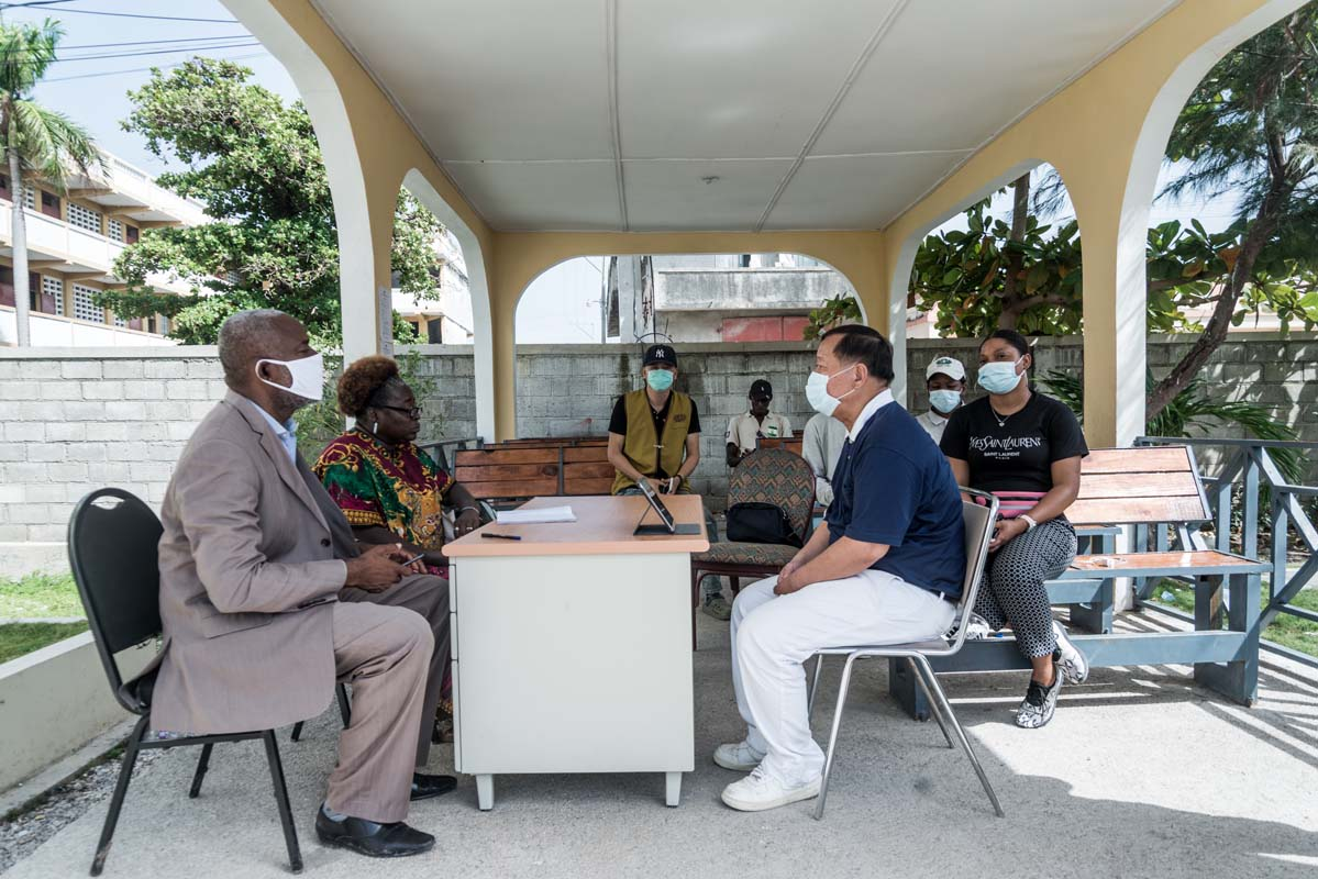 """Discussion with the mayor of """"Les Cayes"""""""