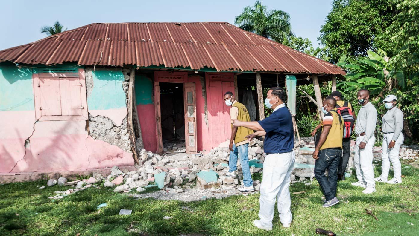 慈濟在海地的志工在地震後至重災區萊凱勘災。