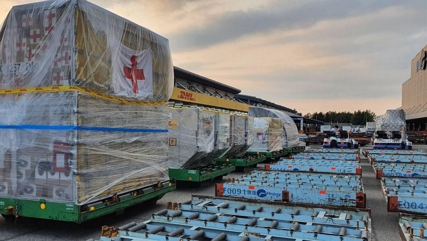 台灣慈濟本會以空運緊急送出一批援助海地的急難救助物資。