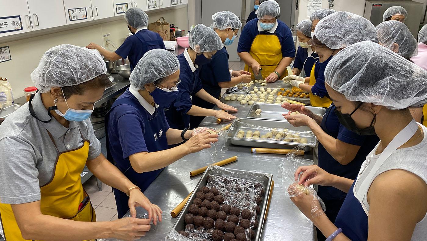 TzuchiUSA-houston-moon-cake_0000_20210822 Making Mooncakes IMG_8595-PCL