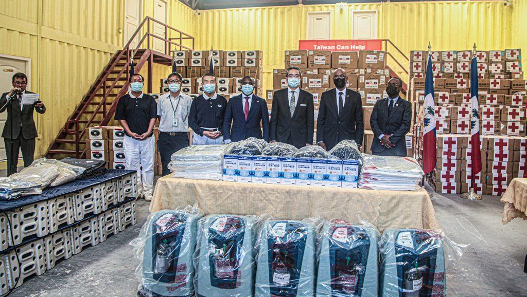 TzuchiUSA-haiti-donation-ceremony_0008_IMG_4685202110037_Haiti_Donation_Ceremonie-2