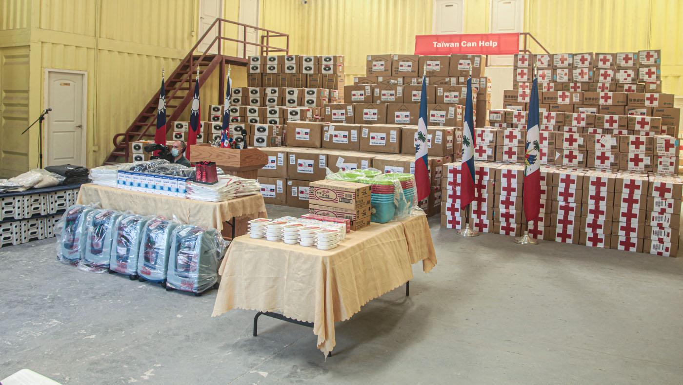 中華民國政府、慈濟、紅十字會所捐贈的物資。