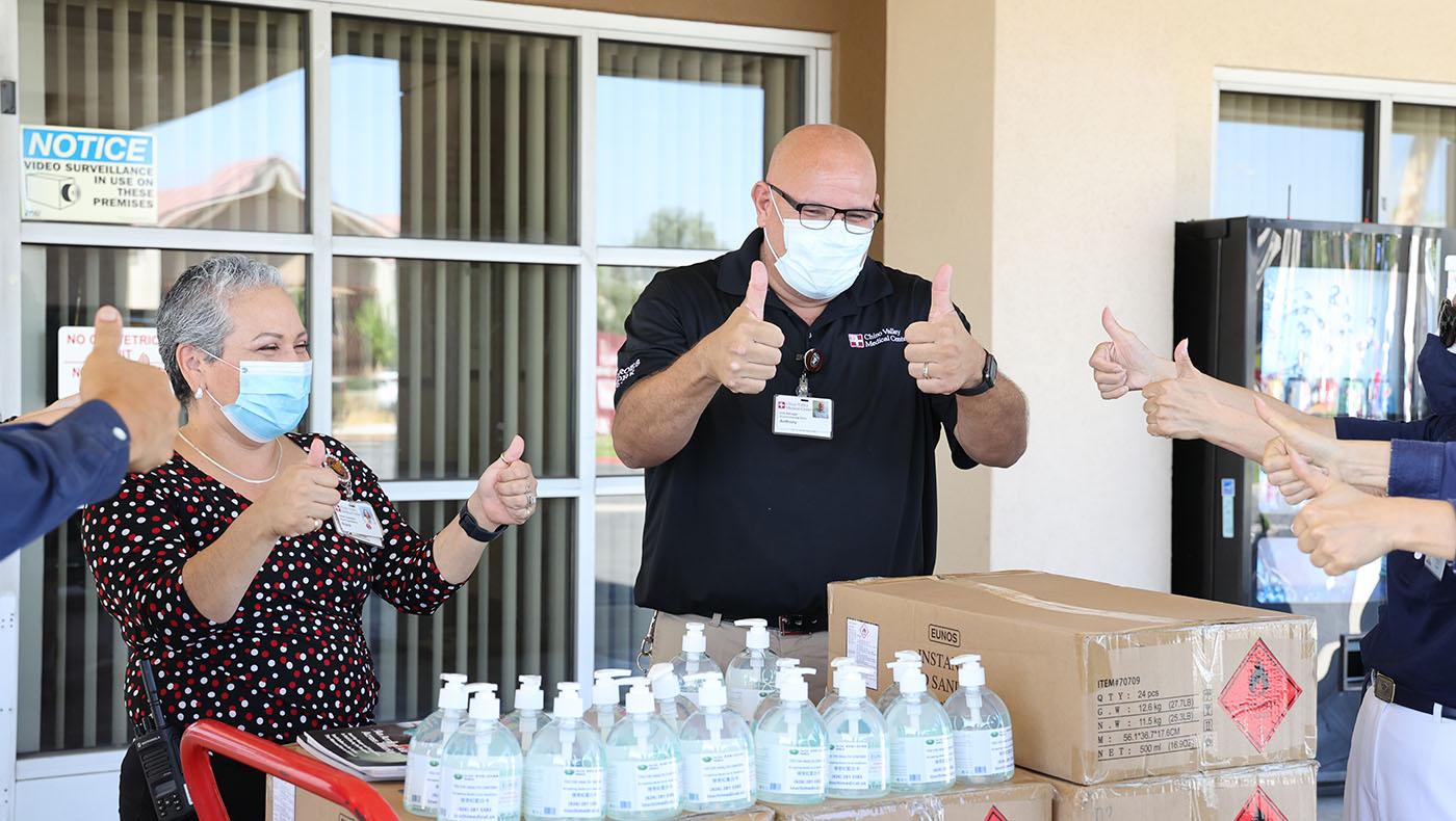 TzuchiUSA-Medical Foundation 2nd PPE Donation of Hand Sanitizer_0000_20210803 Chino Valley Hospital 洗手液贈送_ 駱淑麗 IMG_9329