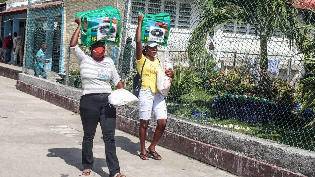 TzuchiUSA-_0021_IMG_636620210911_Haiti_Don bosco_Rice Distribution&Kits_K.J