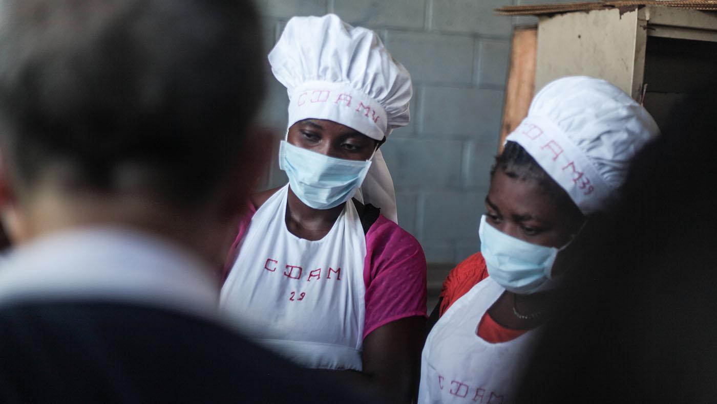 TzuchiUSA-haiti-_0002_IMG_55372021090ㄞ_Haiti_hotmeal at Don bosco_ Visit in Dammage area_K.j