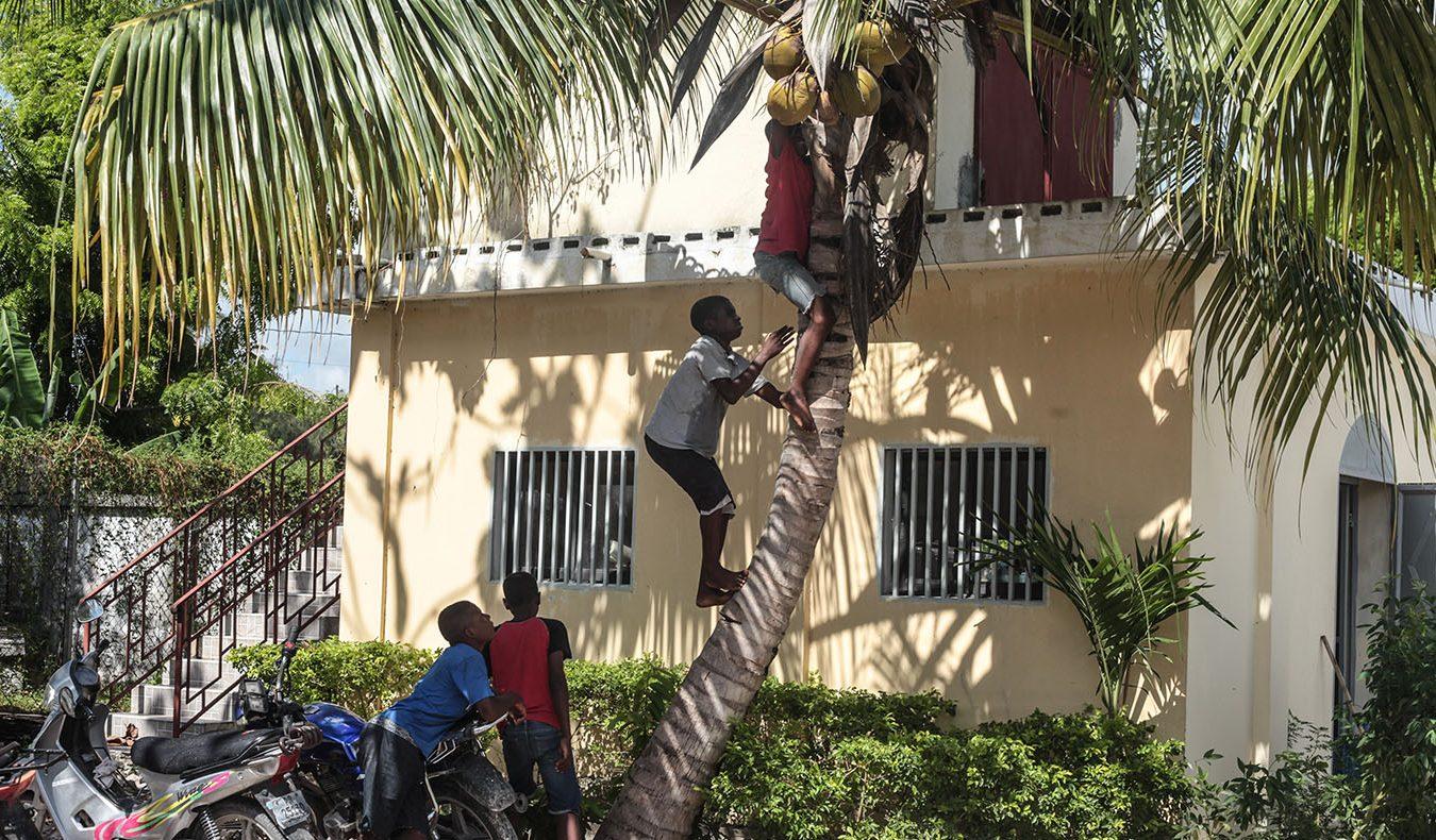 TzuchiUSA-haiti-_0011_IMG_53172021090ㄞ_Haiti_hotmeal at Don bosco_ Visit in Dammage area_K.j